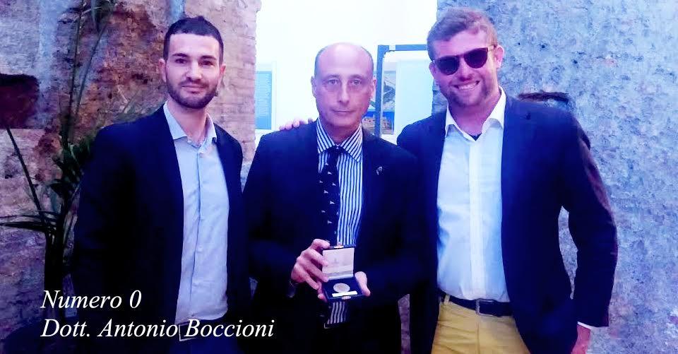 Dott. Antonio Buccioni con la medaglia celebrativa di padre in figlio